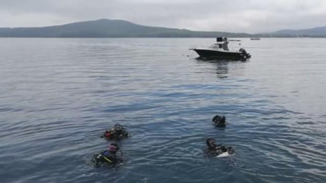 海参崴全副武装潜水捞海底垃圾