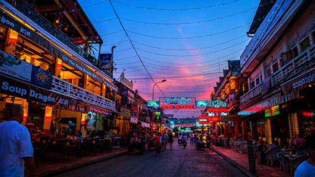 走进柬埔寨的夜市生活