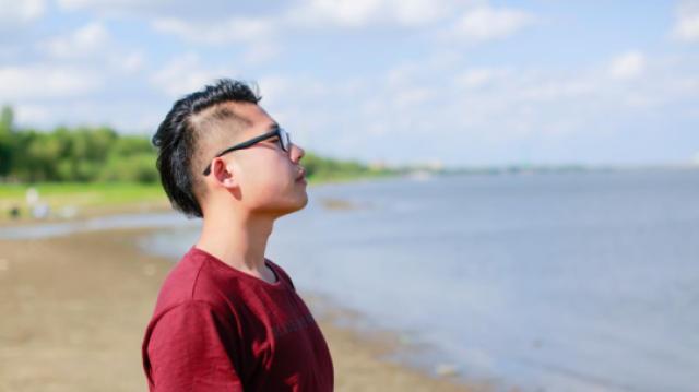 张嘉鹏:《天空为什么是蓝色的》