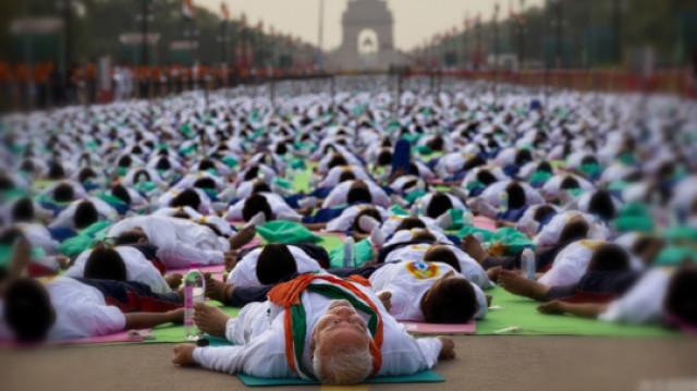 在开挂的印度,瑜伽有着特殊的用处