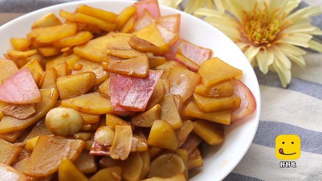 土豆神奇吃法,土豆一砸,洋葱一丢