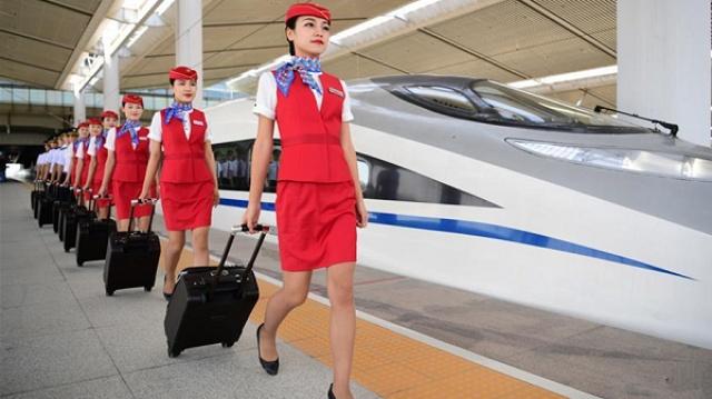 高铁乘务员一个月工资有多少?