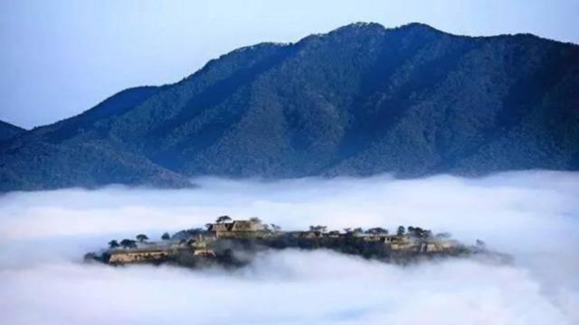 现实版天空之城:350米云端的城堡