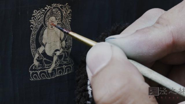 热贡僧侣从绘微型唐卡中观世间万象