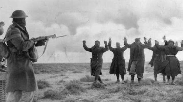 二战奇葩事:2500名士兵向1人投降