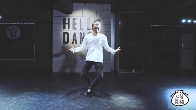 黄潇老师深情演绎《绅士》舞蹈