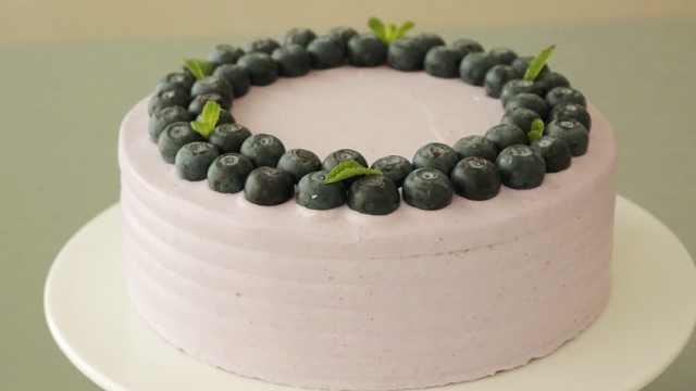 颜色美呆了的蓝莓夹心蛋糕