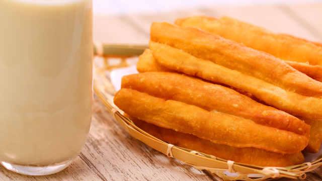 豆浆油条营养卫生必吃早餐快学起来