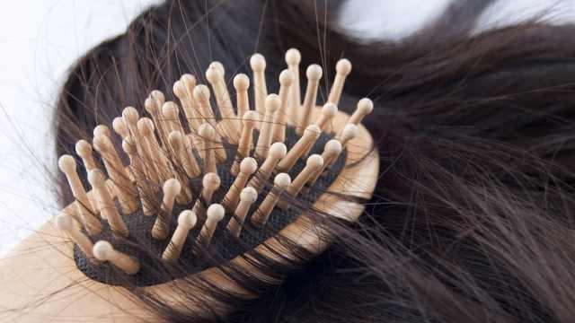 女生掉头发多的原因居然是因为它!