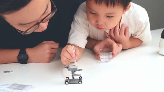 宝宝童年,需要的不止玩具