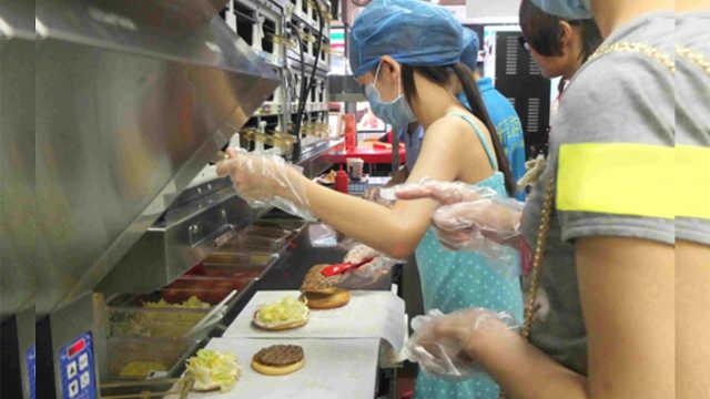 快餐店卖不完的汉堡,会如何处理?