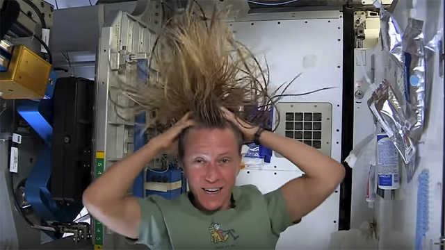 宇航员在太空怎么洗头发?