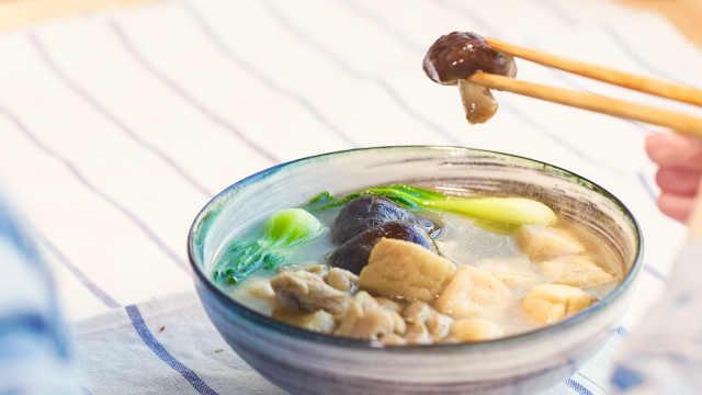 配菜比主菜还好吃的鸡腿油豆腐煲!