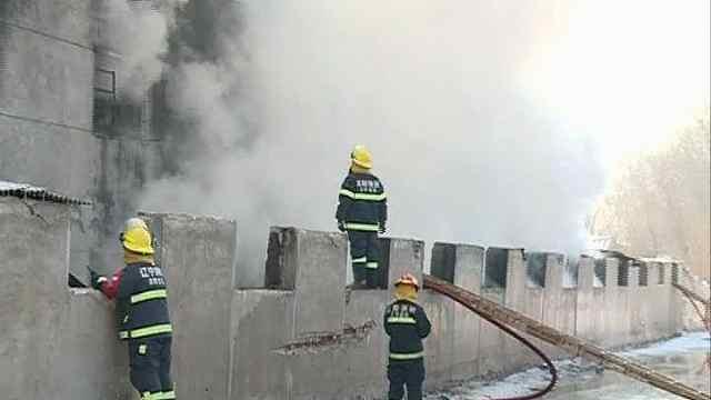 家具城仓库突起大火,浓烟滚滚