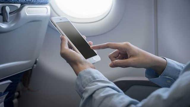 飞机上可以耍手机了!