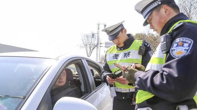 遇交警出示电子驾照到底管不管用?