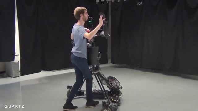 机器人舞伴,还能纠正你的动作