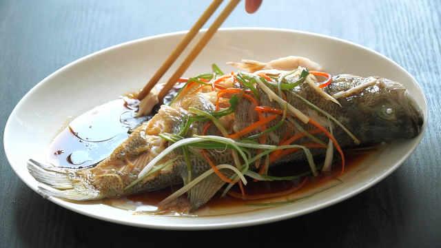 清蒸鲈鱼最简单、好吃的做法