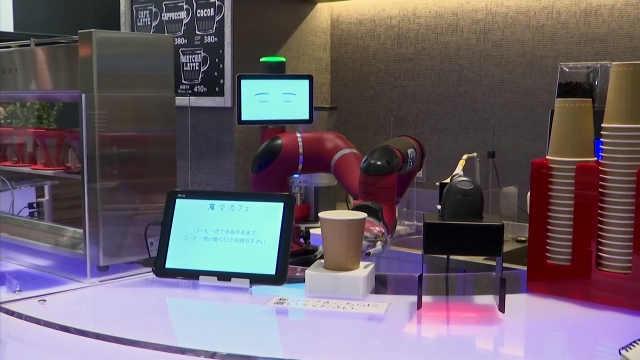 这家咖啡厅只有一位机器人咖啡师