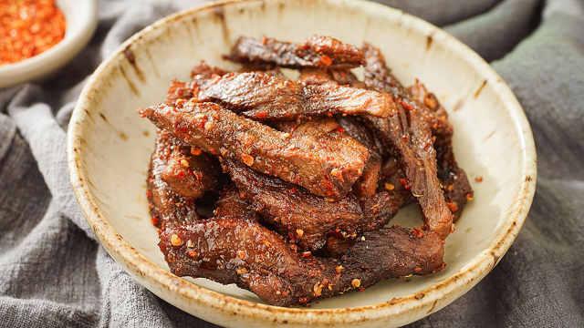 用微波炉在家就能做牛肉干,好吃!