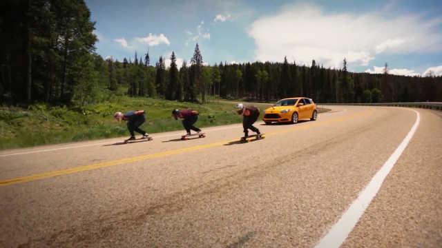 滑板高手弯道强势压制快过汽车