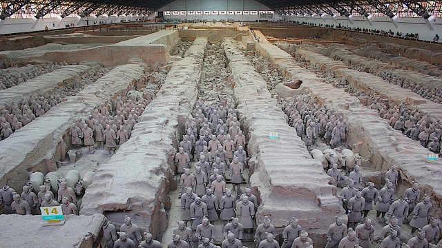 秦始皇兵马俑之间的土堆是干啥的?
