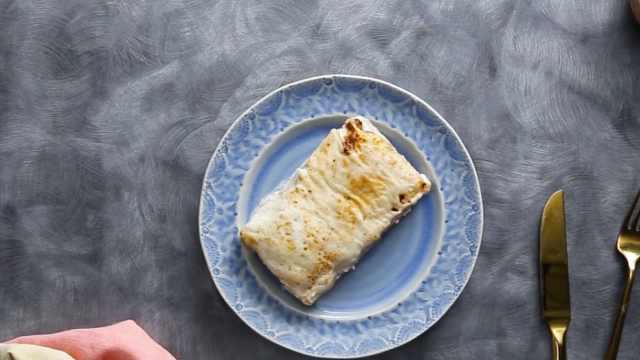 自制鸡肉小吃食谱,薄饼裹鸡肉芝士