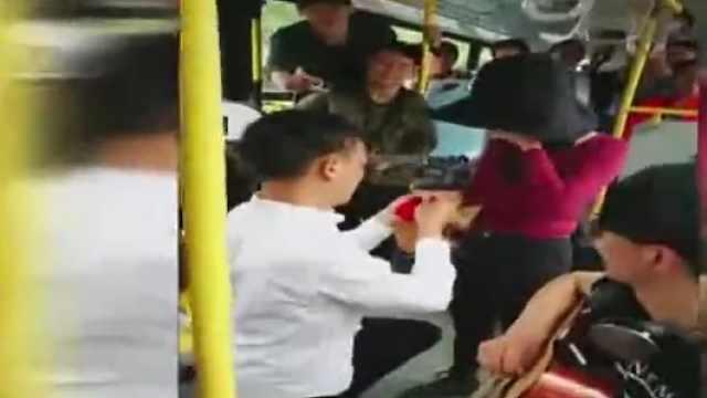 他包辆公交求婚女友,朋友当群演