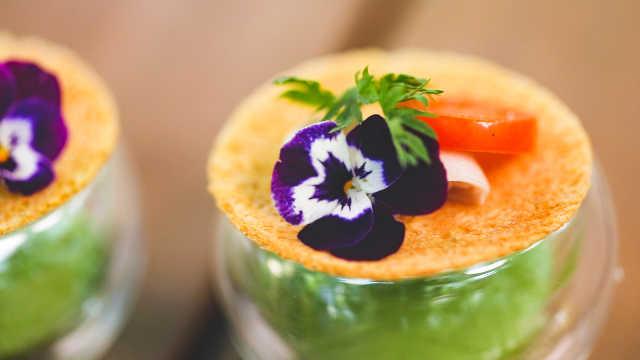 把牛油果做成高颜值酱杯,特清爽!