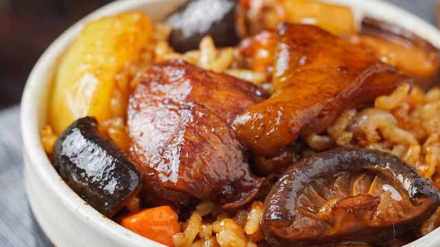土豆软绵鸡肉滑嫩,米饭喷香油润