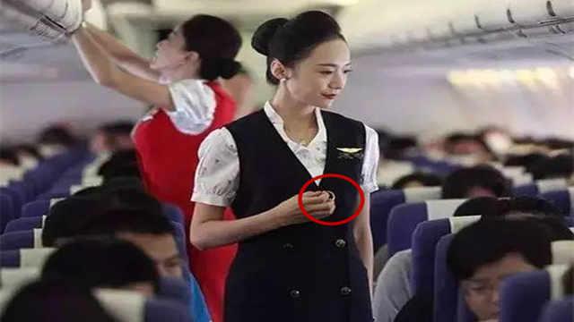 """为什么飞机上空姐会看""""小纸条""""?"""