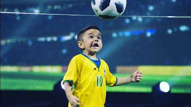 巴西7岁足球神童,超高球技太酷了