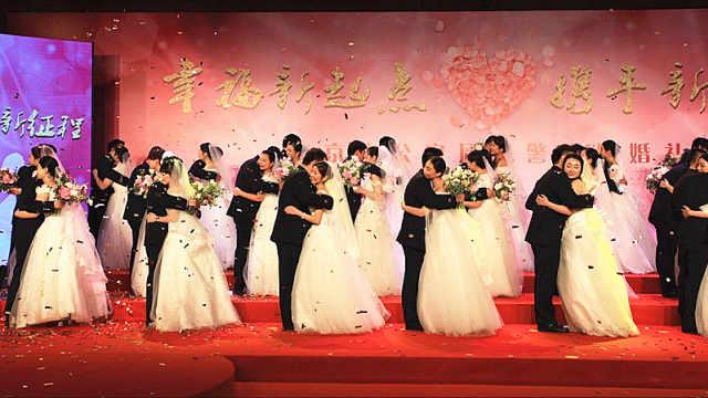 警察蓝遇上婚纱白,一场特别的婚礼