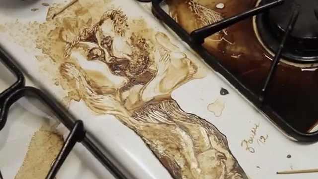 厉害了!艺术家用咖啡渍画精美作品