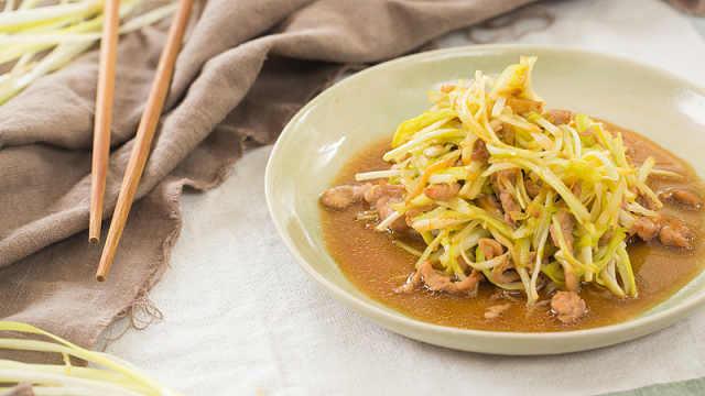 鲜嫩的韭黄炒肉丝,简单好滋味!