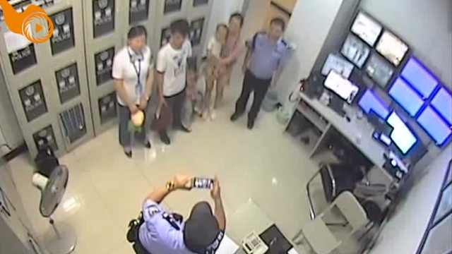 父母吵架 孩子扔车站了