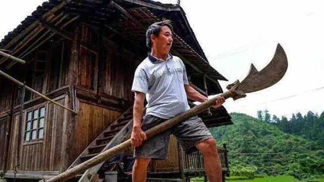 古人是如何提起上百斤武器的?