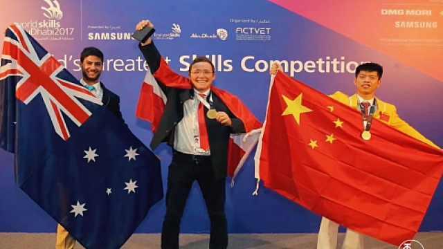 19岁中国少年搬砖砌墙成世界冠军
