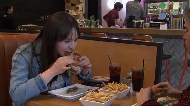 """""""牛肉汉堡""""居然是由蔬菜做成的"""