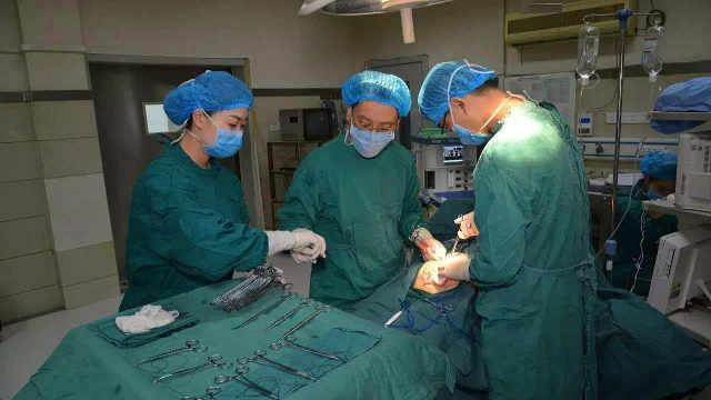 为何要给家属看手术切下的病变组织