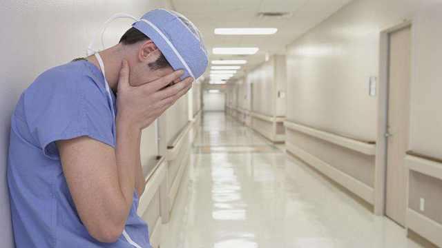 """医生下跪,""""以众生安宁为大""""?"""