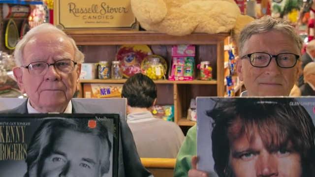 盖茨和巴菲特逛糖果店,追忆旧时光
