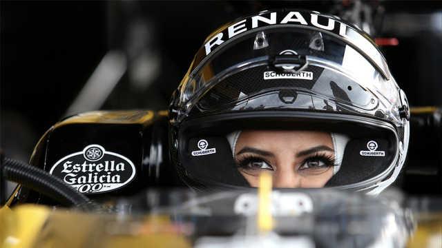 沙特女赛车手F1法国大奖赛开赛车