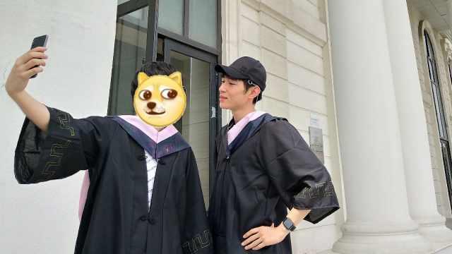 穿学士服再混一张毕业照!