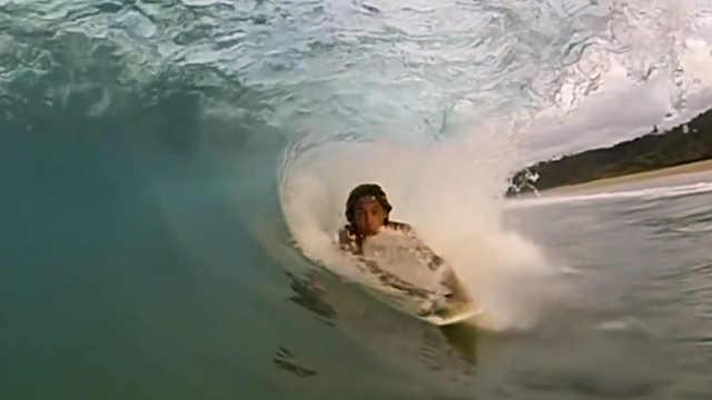用手冲浪的冲浪板,引领冲浪新风潮