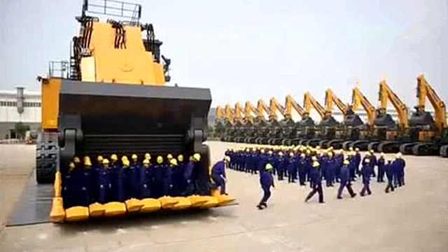 中国造挖矿机,动力相当于2辆坦克