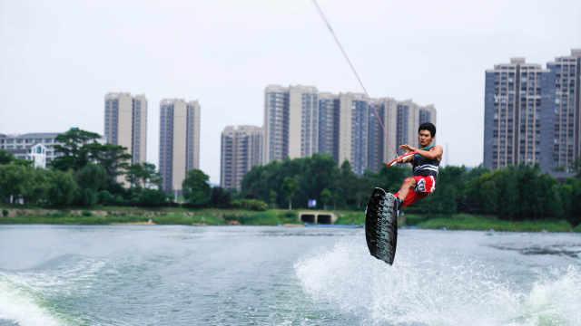 玩乐东莞松山湖,尾波板滑水新体验