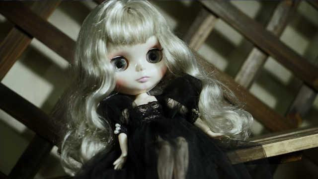 芭比娃娃的黑色纱裙了解一下!