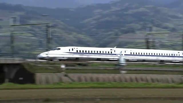 日本高铁时速达600公里,网友怀疑