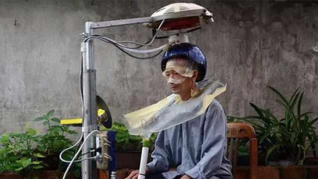 小伙花16年,为瘫痪老人制洗头神器